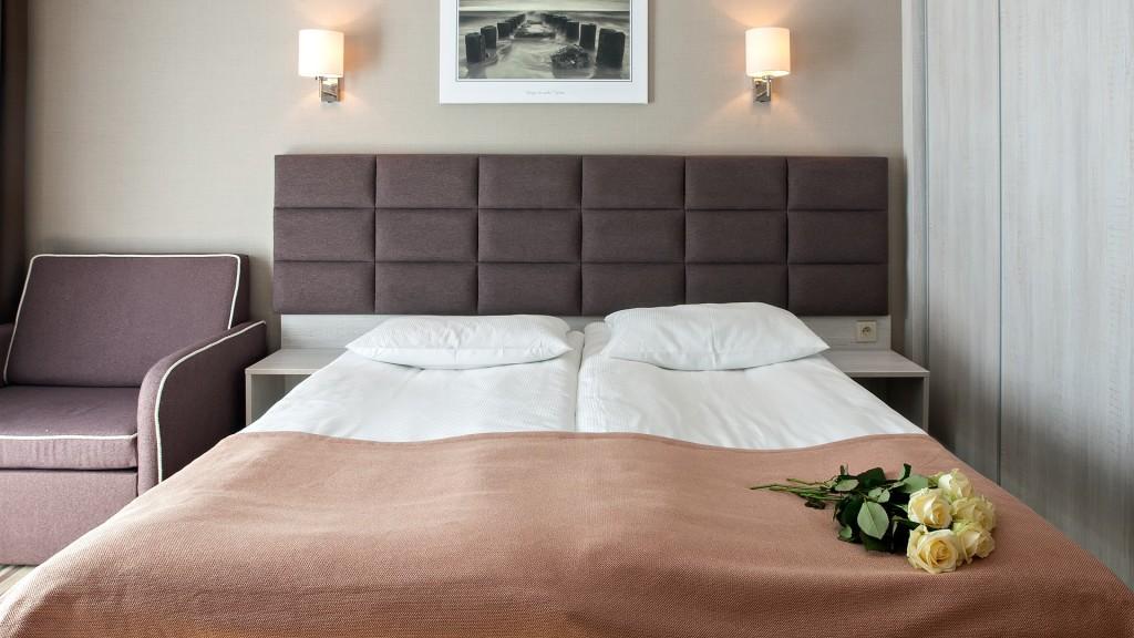 Pokój z małżeńskim łożem